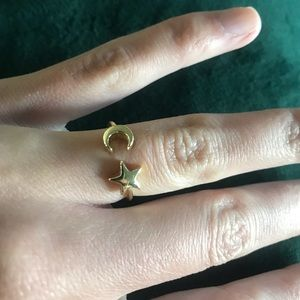 Jewelry - ⭐️ 🌙 Gold Star And Moon Ring